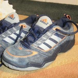 Продам фирменные кроссовки ADIDAS